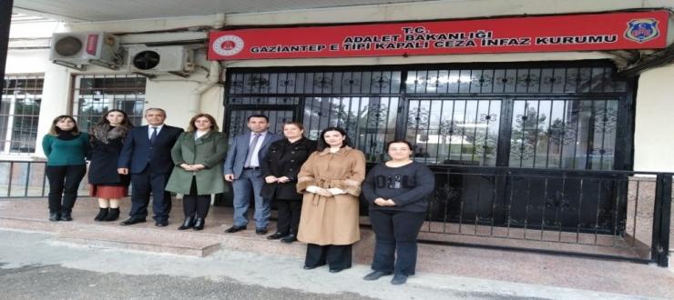 Ak Parti'li Kadınlar, Cezaevi'ndeki Kadınları Ziyaret Etti