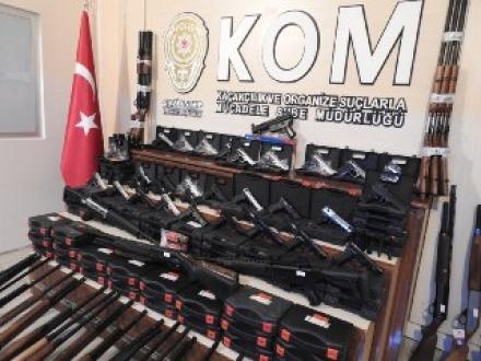 Av Bayilerine Ruhsatsız Silah Operasyonu, 5 Kişi Gözaltında