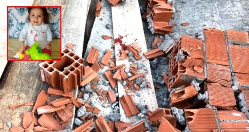 Çöken duvarın enkazı altında kalan 3 yaşındaki çocuk öldü
