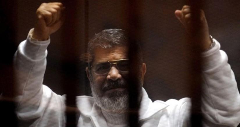 Devrik lider Muhammed Mursi'nin cenazesi sabaha karşı defnedildi