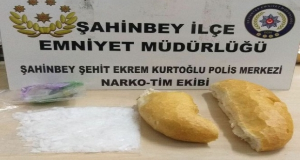 Ekmek Arası Uyuşturucu Sevkıyatını Polisten Gizleyemeden Yakalandı