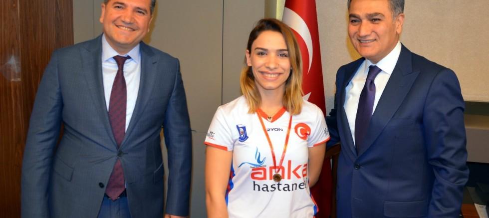 Emniyet Müdürü Zeybek Avrupa Şampiyonlarını ödüllendirdi