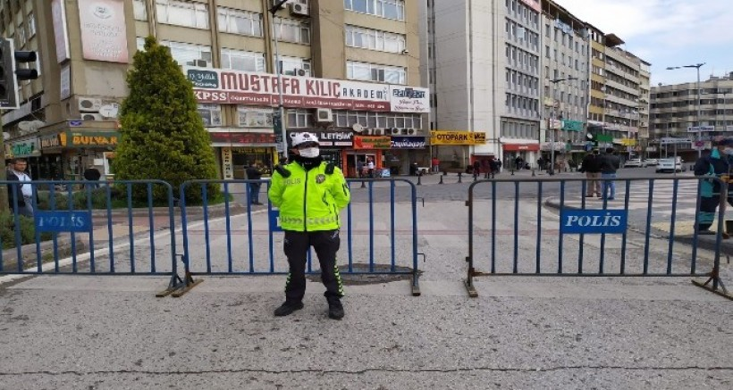 Gaziantep'in en kalabalık caddeleri araç trafiğine kapandı
