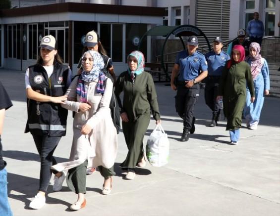 Gaziantep'te FETÖ/PDY Operasyonu'nda Gözaltına Alınan 12 Kişi Adliye'de