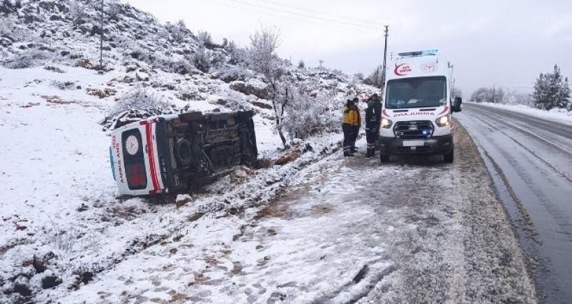 Hasta Almaya Giden Ambulans Şarampole Uçtu, Yaralılar Var