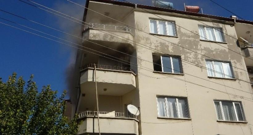 İki Çocuğun Çakmakla Oyunu Evde Yangın Çıkarttı
