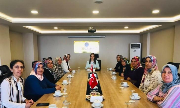 Milletvekili Bakbak Kadınları Dinliyor