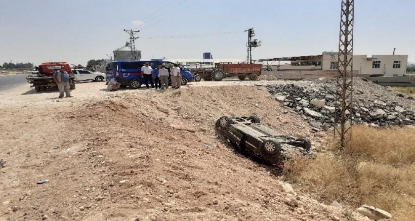 Nizip Yolu'nda Otomobil Şarampole Uçtu, 5'i Çocuk 8 Kişi Yaralandı