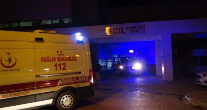 Nurdağı'nda 2 Otomobil Çarpıştı, 2 Kişi Yaralandı