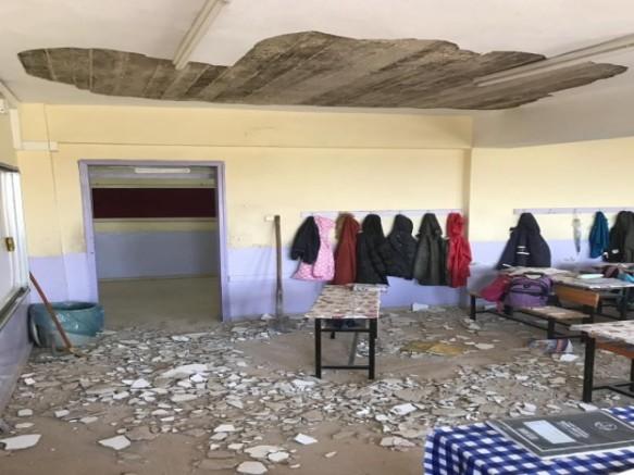 Okulun Tavanındaki Sıvalar Düştü, Öğrenciler Faciadan Son Anda Kurtuldu