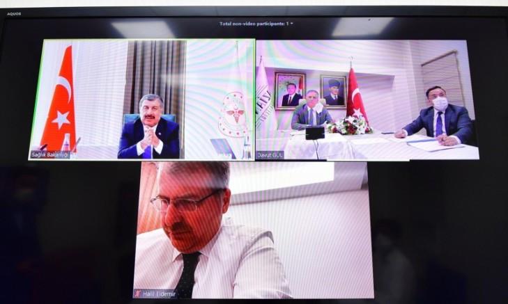 Sağlık Bakanı Koca, Vali Gül'le Gaziantep'teki Vakalarla İlgili Görüştü