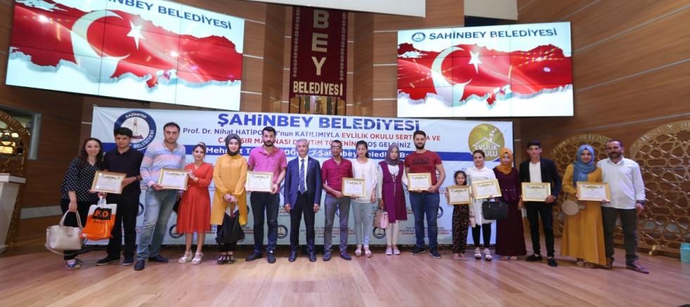 ŞAHİNBEY'İN EVLİLİK OKULU'NDA 30 BİN ÇİFTE EĞİTİM