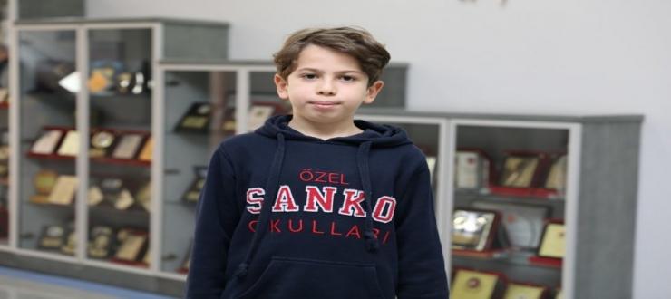 SANKO OKULLARI'NDAN EFE TAHTACI İLK 15 ÖĞRENCİ ARASINA GİRDİ