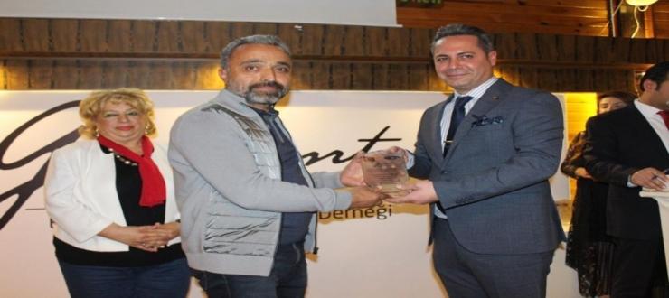 ŞANLIDER Başkanı Erdoğan'a Sosyal Sorumluluk Ödülü