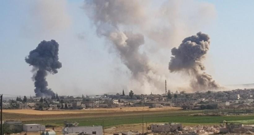 Suriye savaş uçakları İdlib'i bombaladı: 11 kişi öldü