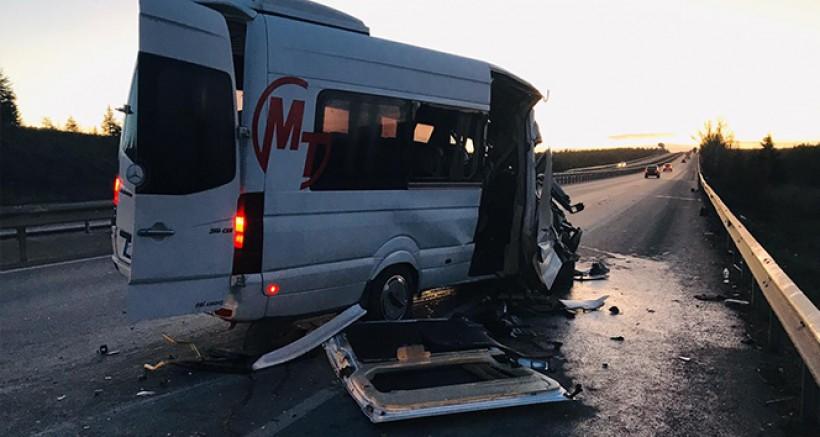 Taraftarı Taşıyan Minibüs TIR'la Çarpıştı, Çok Sayıda Yaralı Var