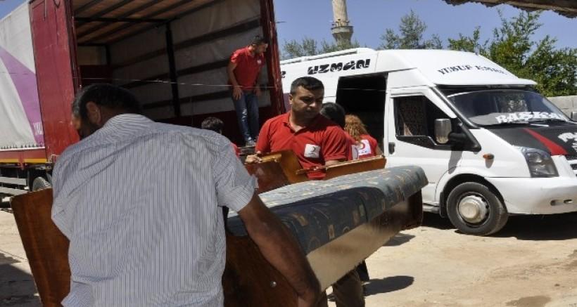 Türk Kızılay'ı Evi yanan ailenin yardımına koştu
