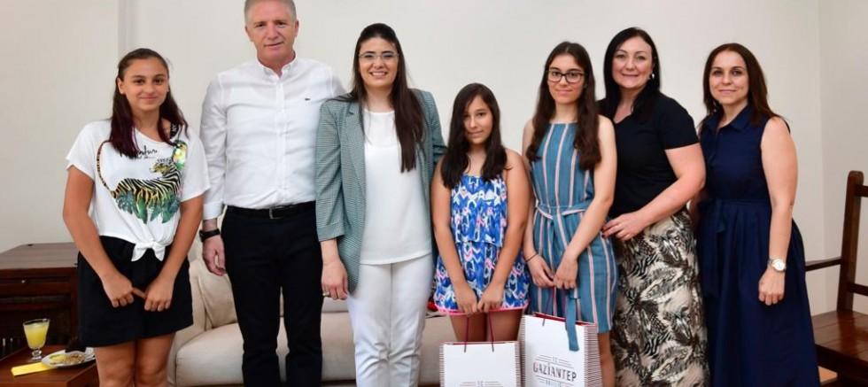 Vali Davut Gül'den LGS birincilerine sürpriz ziyaret