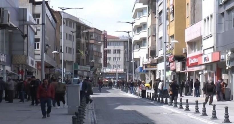 Virüs dinlemeyen Gaziantepliler çarşı pazara akın ediyor